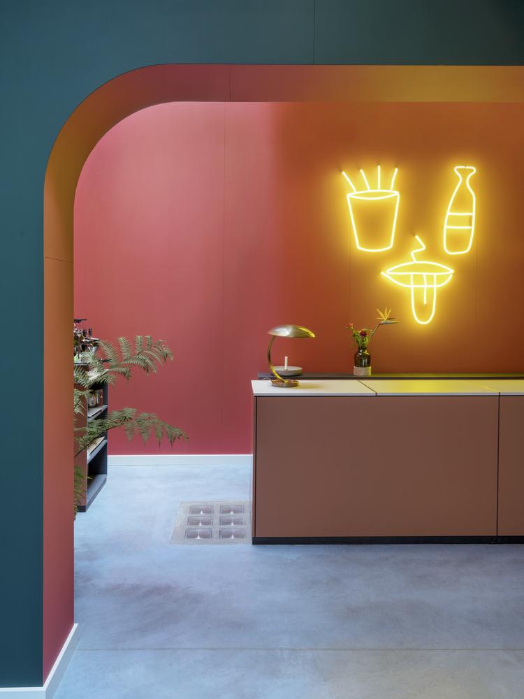Fritz hotel hayon studio for Salone del mobile hotel