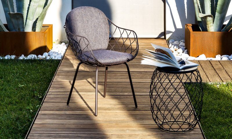 Magis_piña_chair_ambient_multi_SD1842_brown_polyhedra_1119_outdoor_01